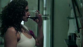 ممثلة هندية في مشاهد ساخنة للغاية و أوضاع خطيرة فيديو البيت العربي